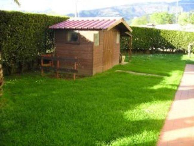 Vendite villette a schiera cinquale villetta schiera di - Immagini di villette con giardino ...