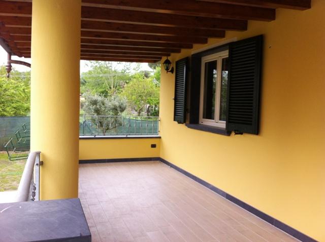 Affitti estivi casa singola marina di massa viale roma affittasi casa singola per la stagione - Casa con giardino roma ...